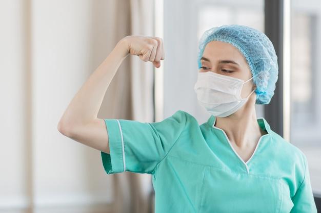 enfermera-angulo-que-muestra-musculos_23-2148501082.jpg